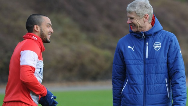 theo-walcott-arsene-wenger-arsenal-training_3282025